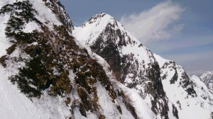 奥又尾根から見た4峰正面壁。ハングが見えます
