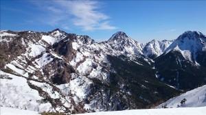 硫黄岳から石尊稜などを臨む