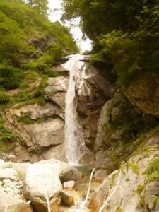 続く大きな直瀑
