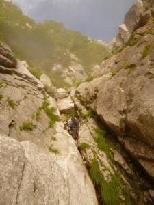 CS滝2p目。上部に奥壁が見えてきた