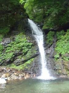 夫婦滝の2つ下の滝を左から登る先行P
