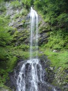 不動滝。ここで、落水に打たれて、修行してみた