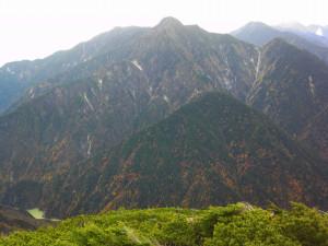 先月餓鬼岳から登る予定だった唐沢岳。