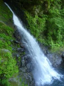 30mほどある滝。巻く途中から