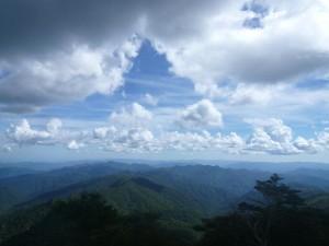 釈迦ヶ岳の頂上から見る吉野、熊野の山々
