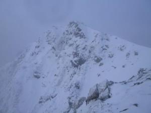 前常念から主稜線までの尾根から望む常念岳
