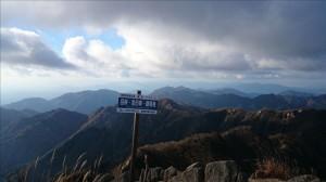 鎌ヶ岳山頂から、仙ヶ岳・野登山方面。