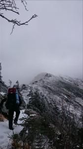 木曽殿山荘と空木岳山頂方面
