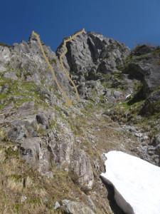 テンバから見たピナクル東南壁。右が登攀ルート。左が懸垂ルート