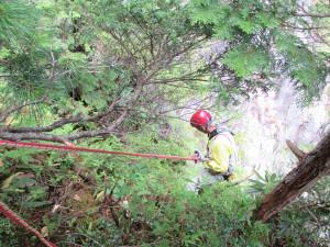 P2右岩壁左ルート側へ懸垂下降開始