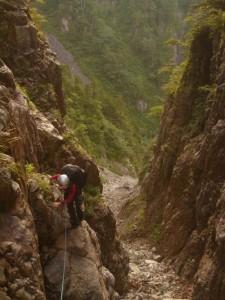 1つめの滝を左岸から越す