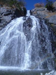 水流のすぐ右をフリーで。上部は立ってます