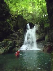 釜泳ぎ。ヌタハラ谷はあまり泳げる釜がない
