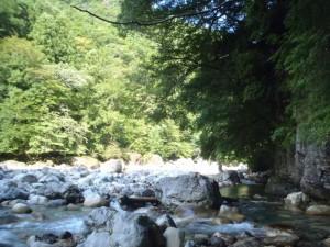 下り立った所は、気持ちの良い河原。登るぞーと意欲が沸いた