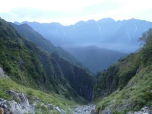 笠ヶ岳の沢からはいつも美しい槍穂が見える