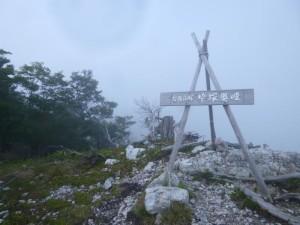 去年に続いて2度目の桧塚奥峰。薄暗くなってきて、焦って降り続ける