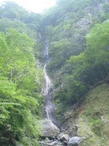 左岸にあった一筋の滝