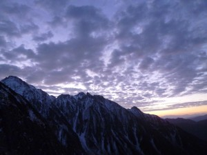 天狗のコルまでの登りで、気持ちの良い青空が広がってきた