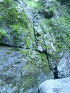 滑りやすい1つ目の滝